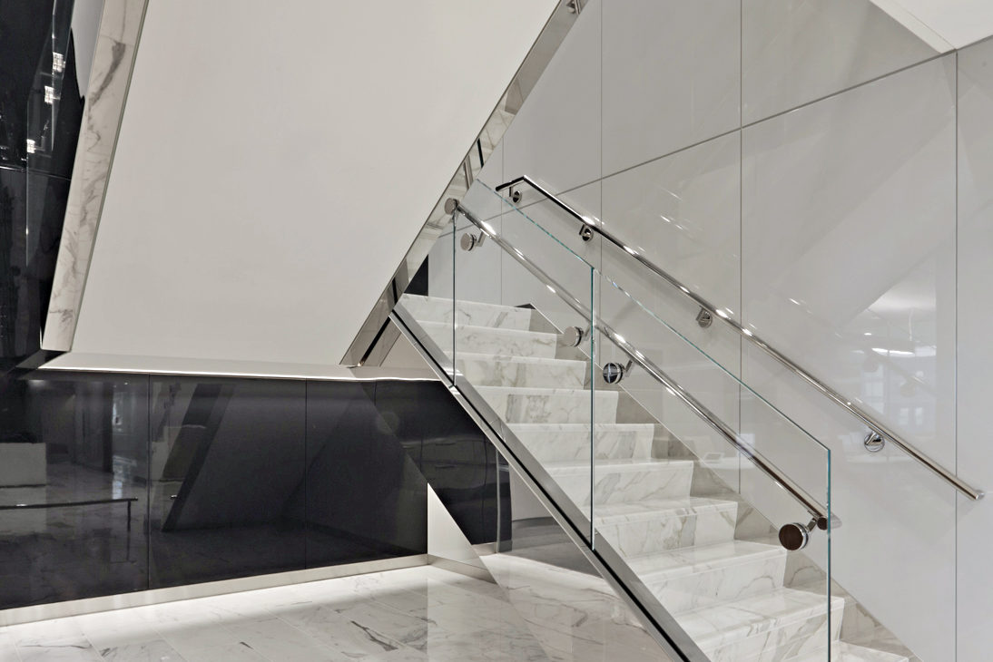 Mirror Finish Stainless Steel Clad Stringer + Glass Guardrail.