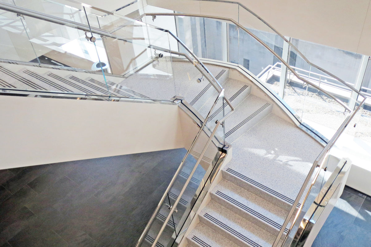 All Glass Guard Railing With Stainless Steel Trim + Handrail.AXA Equitable – 1290 Avenue Of The Americas – New York, NYArchitect: Linea Architects, PC