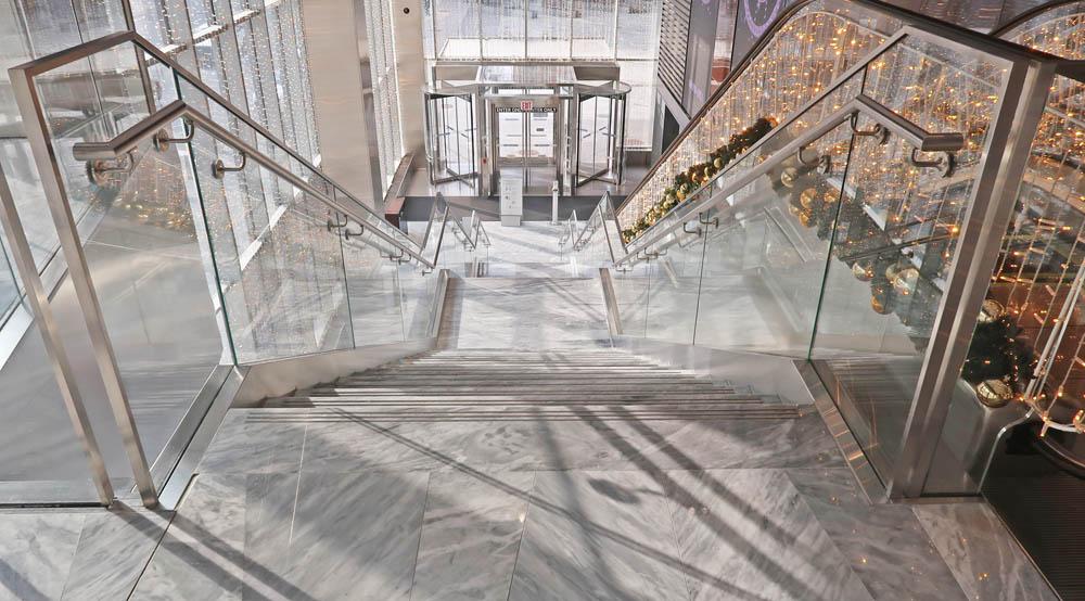 Custom Laminated Glass Guardrails + Handrail.Hudson Yards 30 Hudson Yards - New York, NY Architect: Kohn Pedersen Fox