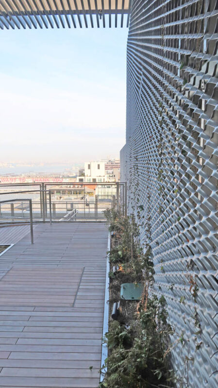 Expanded Metal Mesh Green Wall.